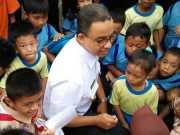 Anak-anak SD Menyanyikan Lagu Anis-Sandi Siapa Yang Punya