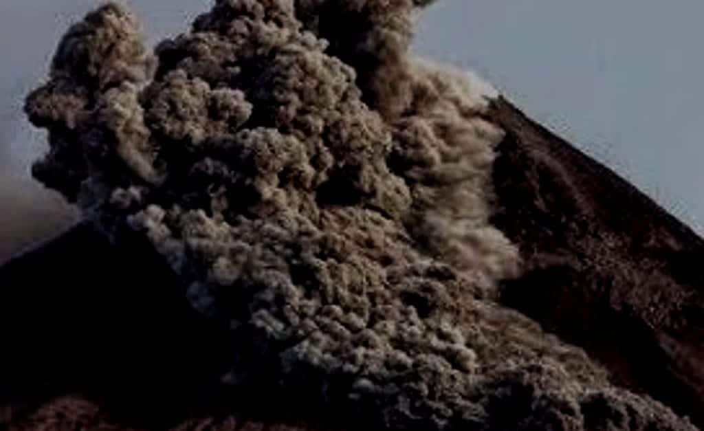Letusan Gunung Agung Bertipe Freatik Letusan Gunung Agung Bertipe Freatik