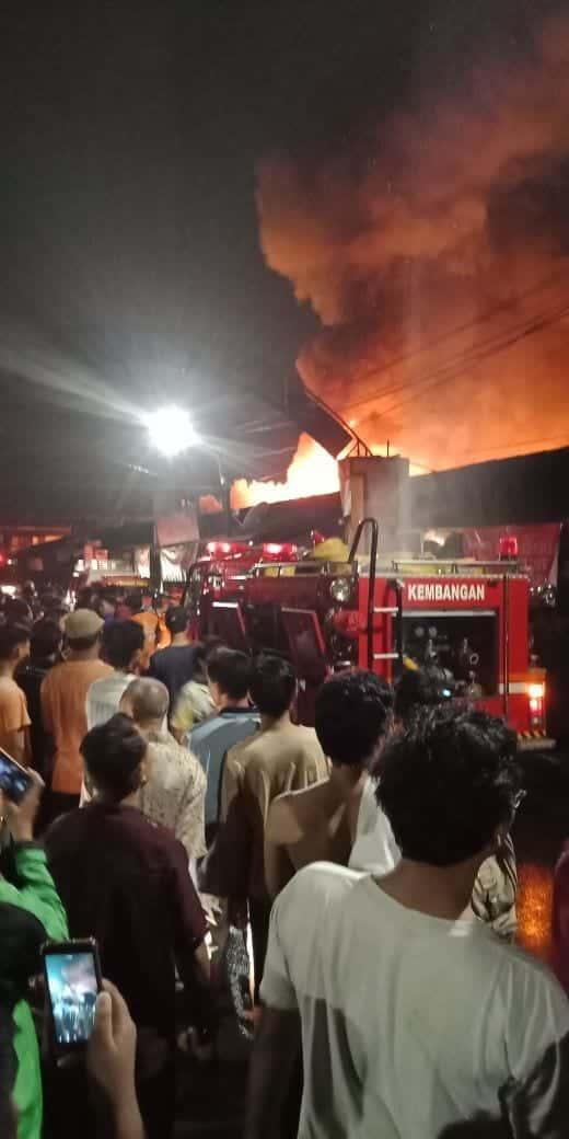 Kebakaran Melalap Perumahan Padat Penduduk di Taman Kota Jakbar