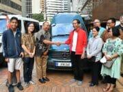 Ketika Presiden Jokowi Tandatangani Mobil Berplat 'JOKOWI' di Selandia Baru